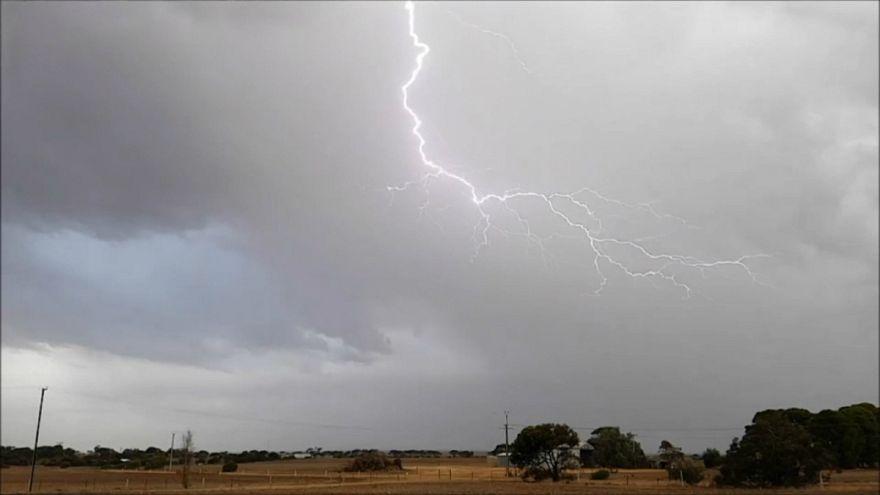 شاهد: العواصف الرعدية تضرب مونتا جنوب أستراليا