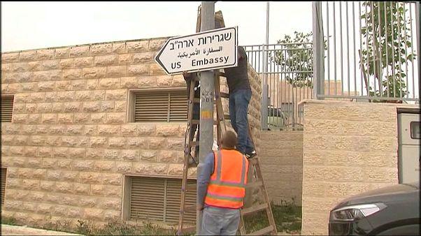Primeiros sinais a indicar a nova embaixada americana em Israel