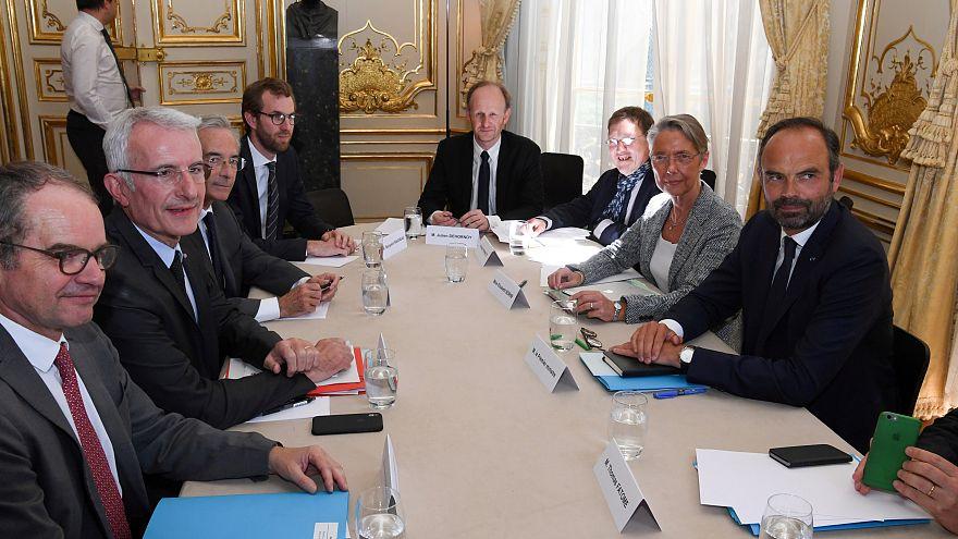 Fransa Başbakanı Philippe sendika başkanlarıyla buluştu