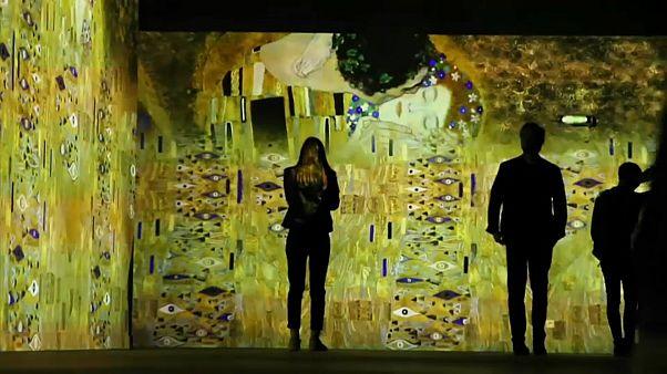 Arte de Gustav Klimt contada em video mapping em Paris