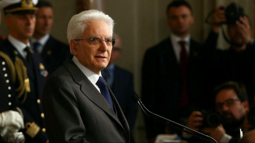 Sergio Mattarella pede governo interino ou eleições antecipadas já