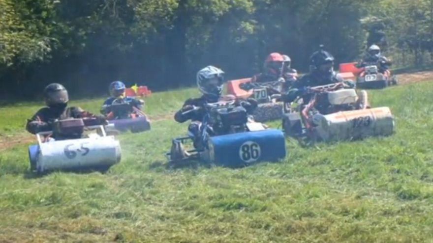 Çim biçme makinesi yarışında kıyasıya rekabet