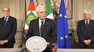 """Mattarella: """"governo di garanzia fino a dicembre poi il voto"""""""