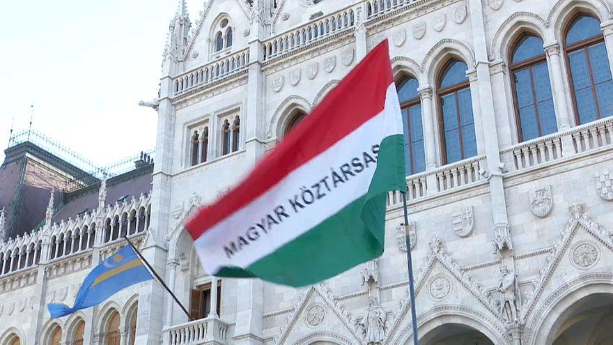 Protestos na primeira sessão do novo parlamento húngaro