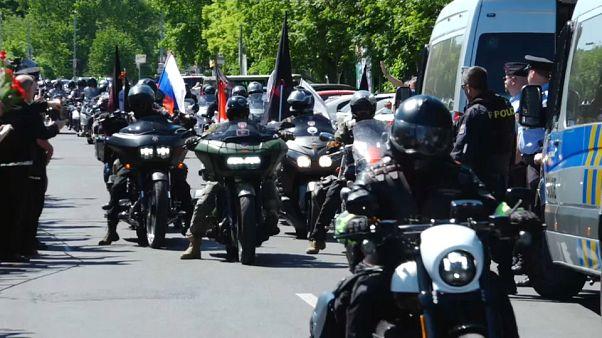 'Gece Kurtları' Rus askerlerini anıyor
