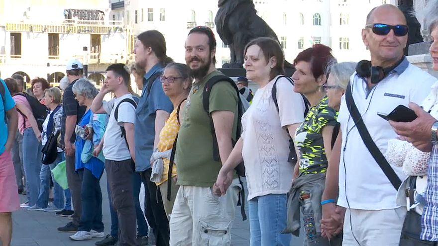 Живая цепь - против Орбана