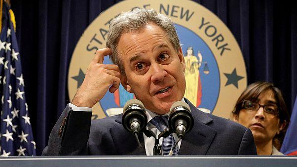 """بعد استقالته بسبب فضائح جنسية المدعي العام لنيويورك يقول نعم """"لعبت أدوارا"""" أثناء علاقاتي العاطفية"""