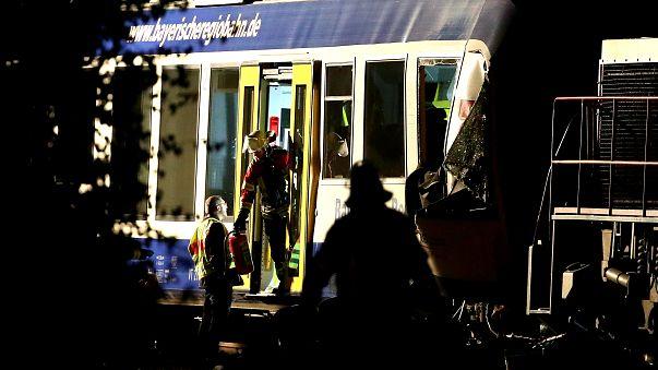 Almanya'da tren kazası: 2 ölü, 14 yaralı