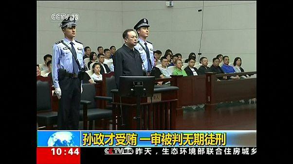 Экс-чиновника Китая осудили пожизненно