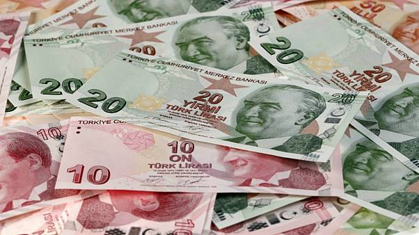 الليرة التركية تهوي مجددا إلى مستوى قياسي