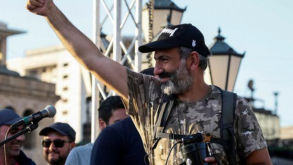 بعد أسابيع من الاحتجاجات برلمان أرمينيا ينتخب زعيم المعارضة رئيسا للوزراء