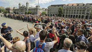 Tüntetések a Parlament alakuló ülése alatt