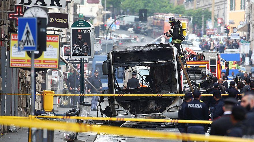 شاهد: إنفجار واحتراق حافلة ركاب  في قلب مدينة روما