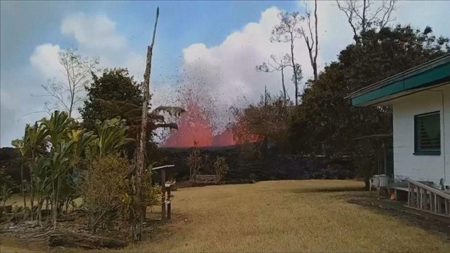 Hawaii'de lavlar 35 evi yuttu