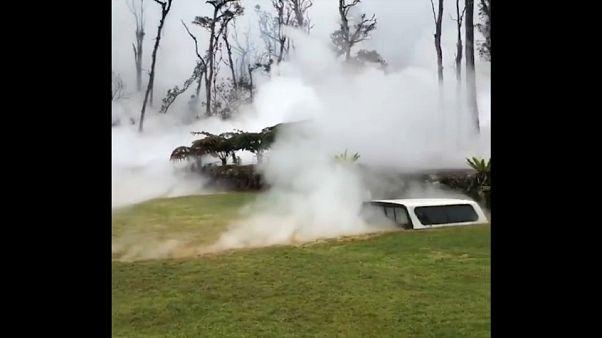 Hawaii, la lava lambisce le case