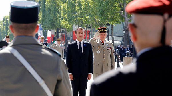Macron bei der Zeremonie in Paris