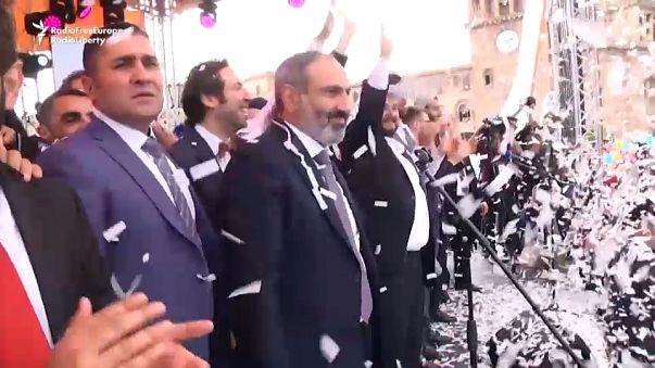 Arménios celebram eleição de Nikol Pashinyan