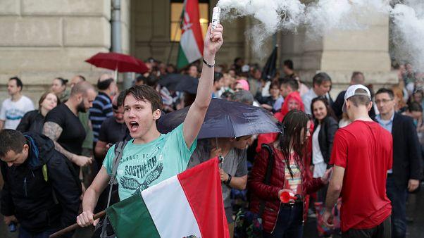 Le parlement prête serment, les Hongrois furieux