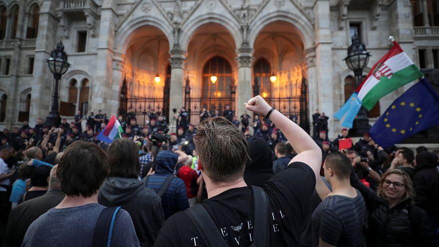 Macarlar Orban hükümetini protesto etti