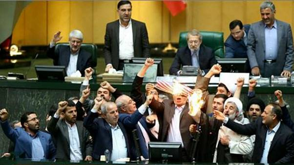 آتش زدن برجام و پرچم آمریکا در مجلس ایران