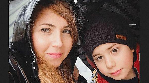 یکی از «دختران خیابان انقلاب» با فرزند ۹ سالهاش بازداشت شد
