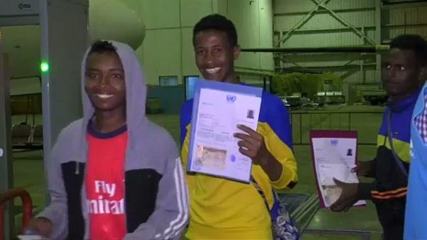 Líbiából Nigerbe visznek menekülteket