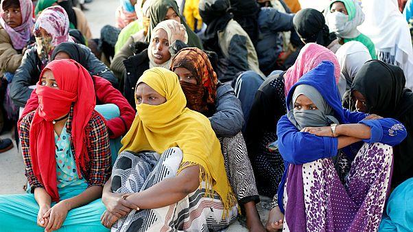 شاهد: محاولات لإجلاء مهاجرين من ليبيا إلى النيجر