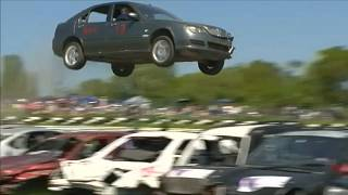 شاهد: متسابقون يحطمون سيارتهم وأخرون يتعرضون للإصابة في بطولة القفز لعام 2018