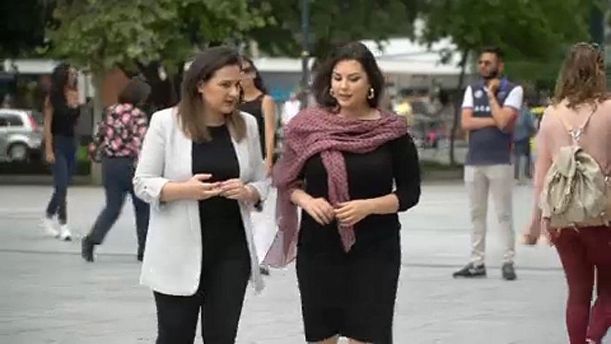 Βουλή: Υιοθετήθηκε το νομοσχέδιο που δίνει δικαίωμα αναδοχής σε ομόφυλα ζευγάρια
