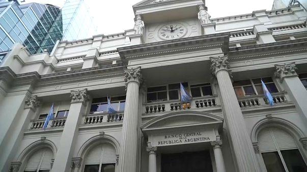 Los argentinos temen que el rescate del FMI traiga un nuevo corralito