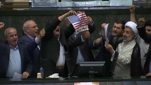 Иранские депутаты сожгли флаг США