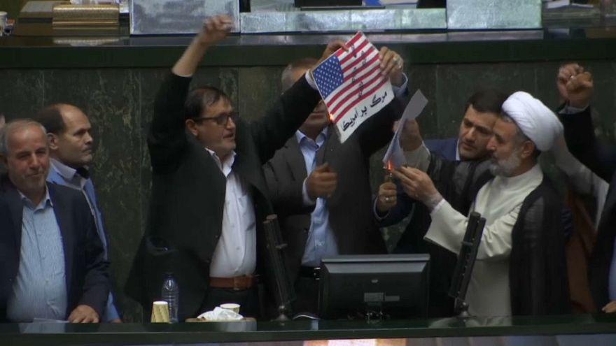 Le drapeau américain brûlé à Téhéran