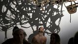 برهنگان از نمایشگاه هنر معاصر در پاریس بازدید کردند