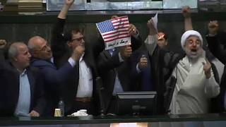 Parlamentares iranianos queimam bandeira dos EUA
