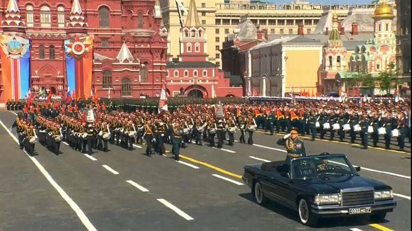 Kızıl Meydan'da askeri geçit töreni