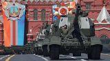 Russische Panzer bei Parade auf dem Roten Platz in Moskau