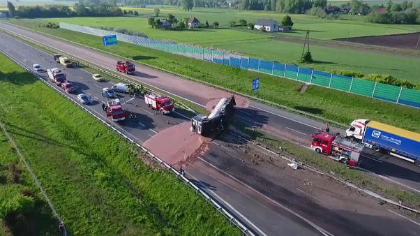 Pologne : une mare de chocolat sur la route
