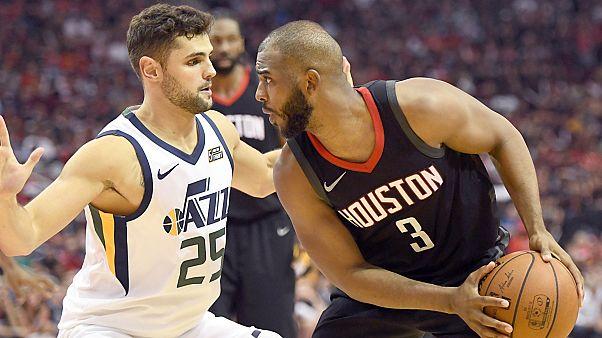 Chris Paul eye-to-eye with Raul Neto of Utah Jazz