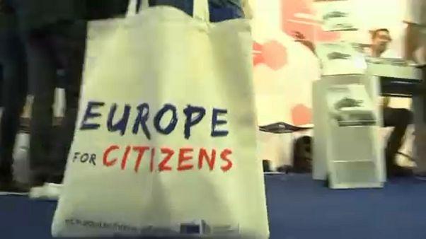 "Со скепсисом к ""заботливой ""Европе"