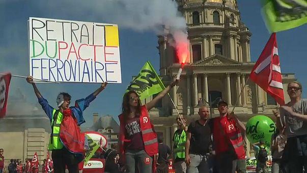 Французские железнодорожники продолжают бастовать