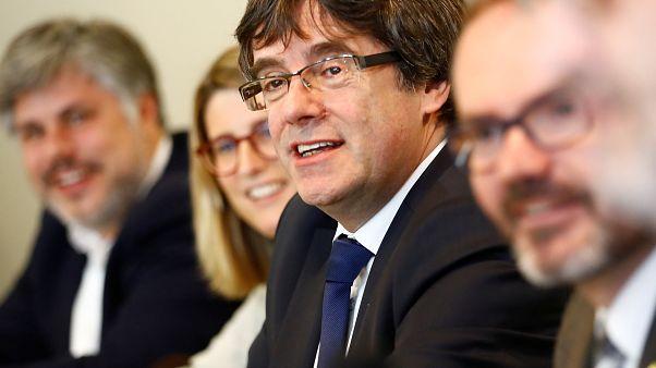 El Constitucional suspende la reforma que permitiría la investidura telemática de Puigdemont