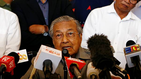 مهاتير محمد يفوز بأغلبية ساحقة في انتخابات ماليزيا ليصبح أكبر زعيم منتخب في العالم