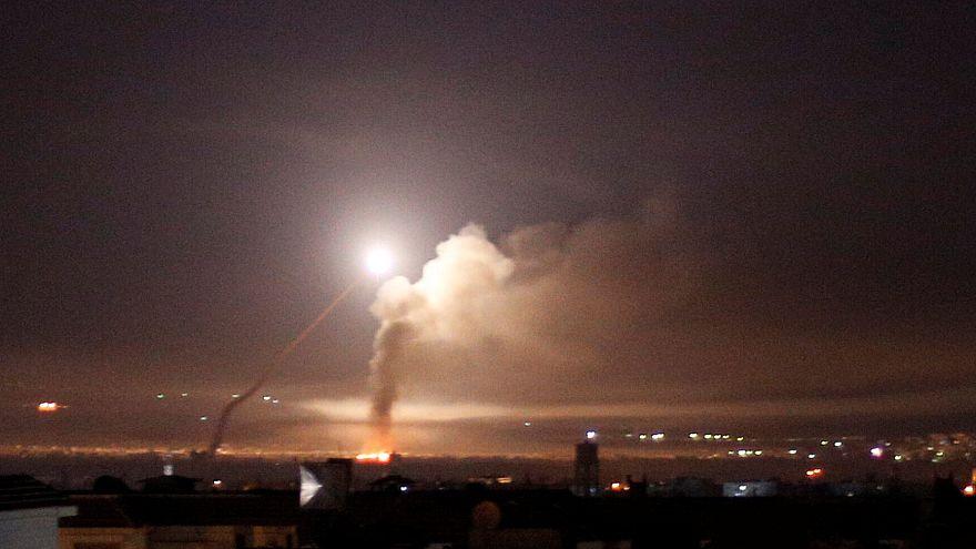 Dezenas de mísseis sobre Damasco