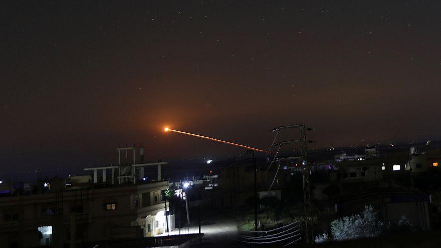 شاهد: لحظة استهداف الطيران الاسرائيلي لمواقع في سوريا
