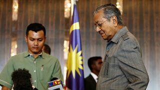 Μαλαισία: Εκλογική αποκαθήλωση με την υπογραφή ηγέτη ετών 92