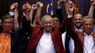 پیروزی ائتلاف تحت رهبری ماهاتیر محمد ۹۲ ساله در انتخابات سراسری مالزی
