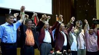 60 év után ellenzéki győzelem Malajziában