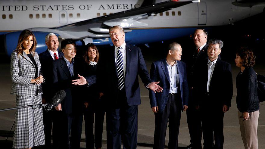 شاهد.. ترامب يستقبل ثلاثة أمريكيين أطلق سراحهم من كوريا الشمالية