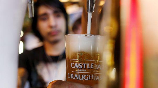 Die Deutschen lieben Bier und trinken eine Menge davon