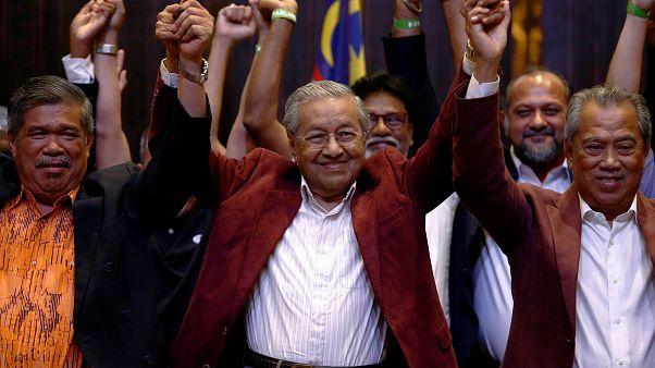 Der neue malaysische Premierminister Mahathir Mohamad beim Siegesjubel